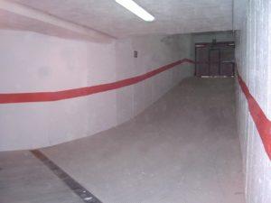 rampa de garaje con curva