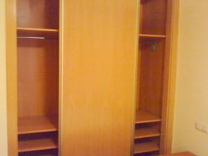 primero a armario en dormitorio