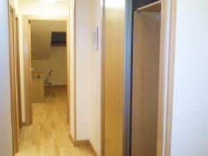 segundo b armario en pasillo